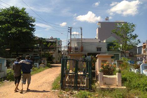 Người dân khắc khoải vì ô nhiễm môi trường khu vực nghĩa trang