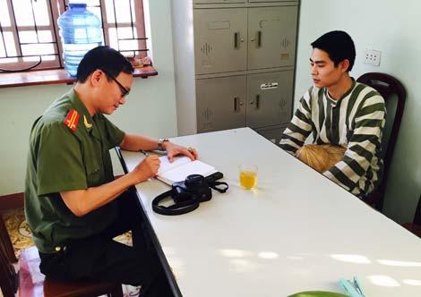 Phạm nhân Lê Văn Luyện trao đổi với PV