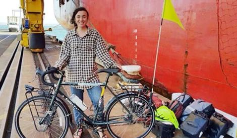 Cô gái đạp xe thu thập 1.001 câu chuyện biến đổi khí hậu sẽ đến Việt Nam -  Vẻ đẹp của sự chậm rãi