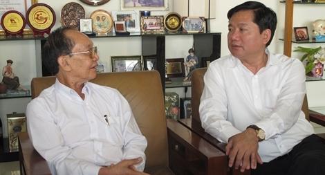Bí thư Đinh La Thăng bàn với Giáo sư Đông A về các vấn đề nóng của ngành Y tế
