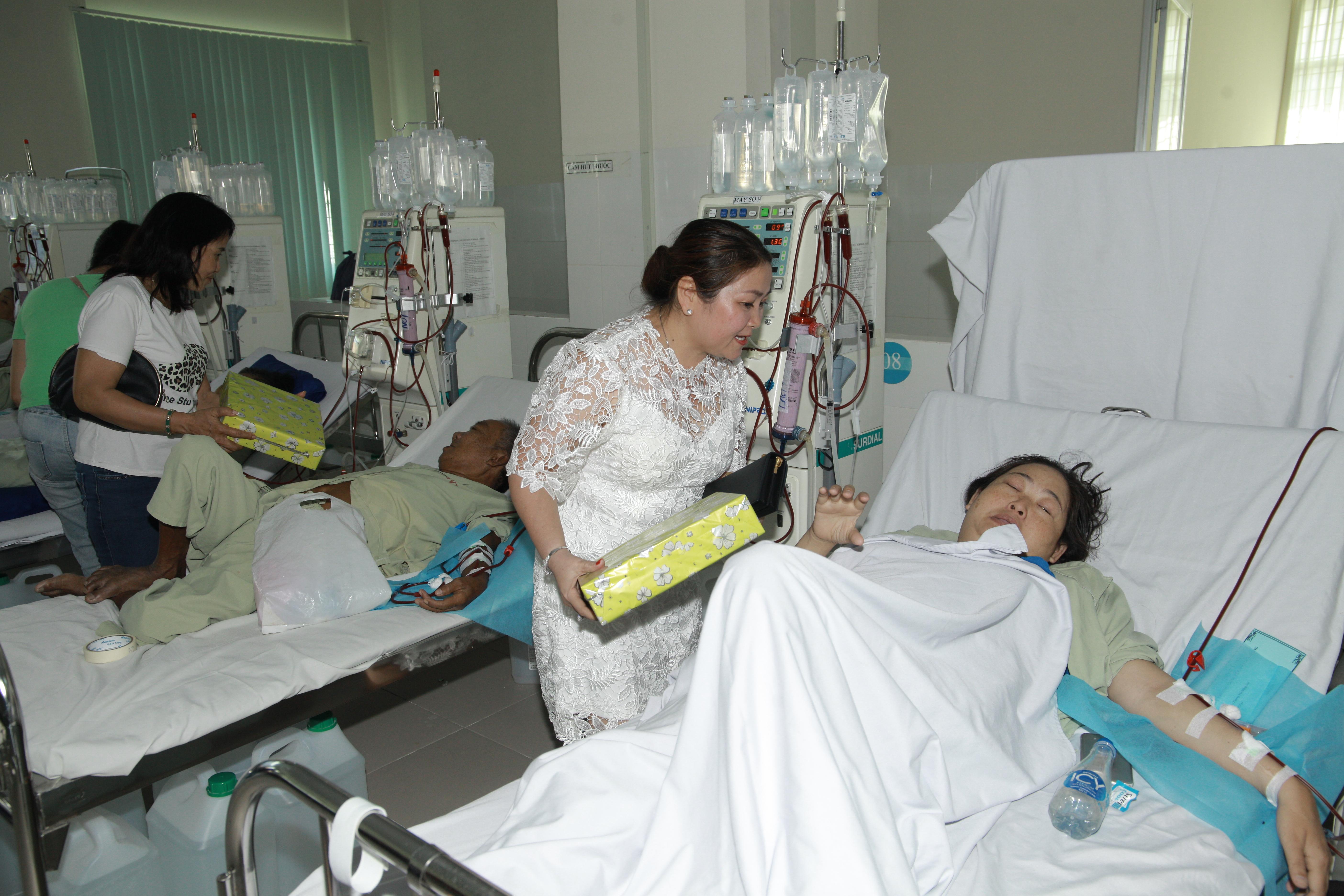 Trao quà Tết cho bệnh nhân tại bệnh viện ở Đồng Tháp