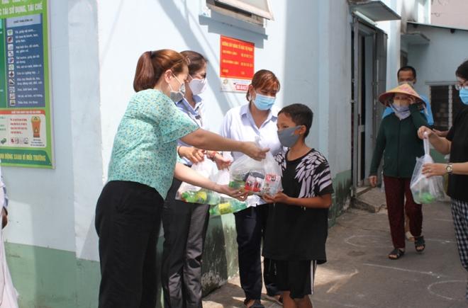 Phát hơn 10.000 suất ăn và quà cho người gặp khó khăn mùa dịch COVID-19 - Ảnh minh hoạ 2