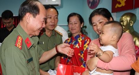 Tài trợ trên 3,6 tỷ đồng cho các bệnh viện tại TP Hồ Chí Minh