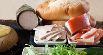 Thông tin về 140 trường hợp nghi ngộ độc thực phẩm do ăn bánh mì