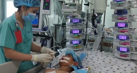 Hãy cứu giúp bé trai 12 tuổi bị viêm cơ tim cấp rất nguy kịch