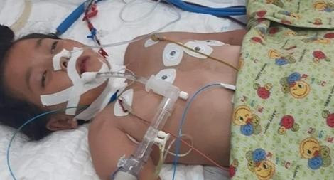 Báo CAND phối hợp với chùa Minh Đạo hỗ trợ cháu bé bị bệnh nặng