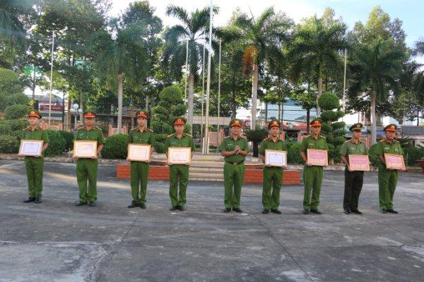 Khen thưởng nhiều tập thể Công an tỉnh Bình Phước - Ảnh minh hoạ 3