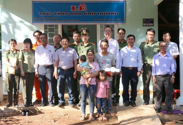 Công an Bình Phước trao tặng nhà tình thương tại huyện Bù Gia Mập - Ảnh minh hoạ 2