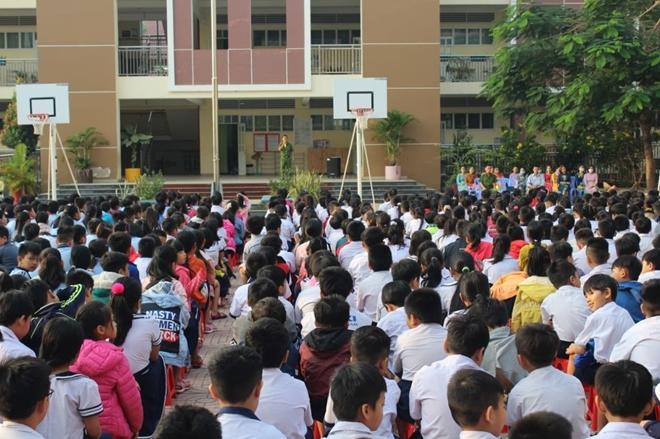 Công an Tân Uyên tặng quà học sinh giỏi có hoàn cảnh khó khăn - Ảnh minh hoạ 3