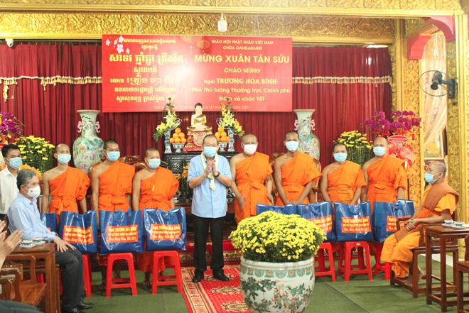 thumb 660 30caeaaa f9e1 4886 816b 6eeaf2160c83.07.56%20CH   Phó Thủ tướng Thường trực thăm hỏi, tặng quà Tết tại chùa Chăn Ta Răng Sây