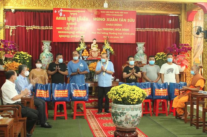 thumb 660 526b46e6 7d1a 4604 b460 e8862eddc8d9.08.40%20CH   Phó Thủ tướng Thường trực thăm hỏi, tặng quà Tết tại chùa Chăn Ta Răng Sây