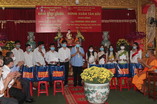 thumb 660 630e19ba 04c2 4eab 8f7c 9ea3ace4ebad.08.26%20CH   Phó Thủ tướng Thường trực thăm hỏi, tặng quà Tết tại chùa Chăn Ta Răng Sây