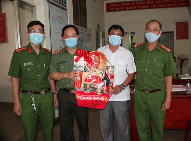 thumb 660 bf93c533 e6bc 4485 b307 178037c0eef0.09.10%20CH   Phó Thủ tướng Thường trực thăm hỏi, tặng quà Tết tại chùa Chăn Ta Răng Sây