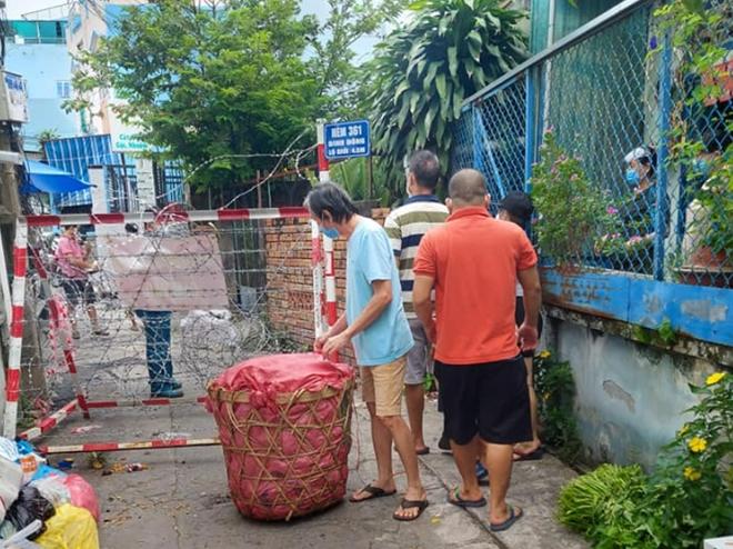 Người dân ở quận 8, TP Hồ Chí Minh đã nhận được hỗ trợ