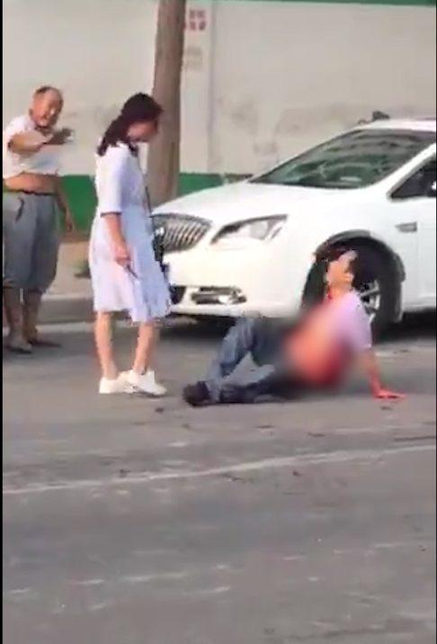 Vợ đâm chồng trọng thương giữa đường vì ngoại tình - Ảnh 2