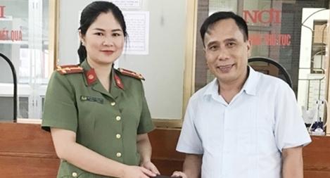 Công an Hà Giang trao trả tài sản cho người đánh rơi