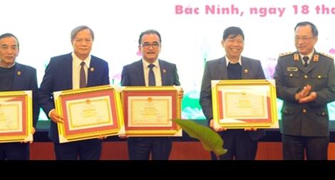Bộ Công an trao Bằng khen tặng Công ty Phượng Hoàng