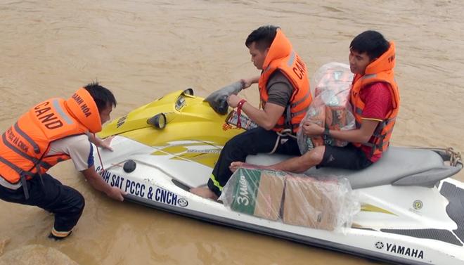 Giúp dân khắc phục hậu quả mưa lũ, tiếp cận bản bị cô lập - Ảnh minh hoạ 8