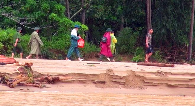 Giúp dân khắc phục hậu quả mưa lũ, tiếp cận bản bị cô lập - Ảnh minh hoạ 7