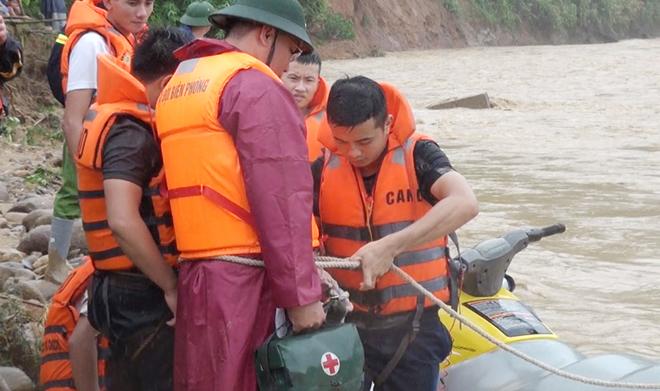 Giúp dân khắc phục hậu quả mưa lũ, tiếp cận bản bị cô lập - Ảnh minh hoạ 6