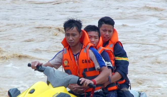 Giúp dân khắc phục hậu quả mưa lũ, tiếp cận bản bị cô lập - Ảnh minh hoạ 4
