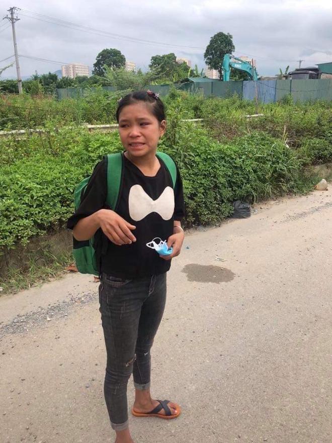 CSGT Hà Nội giúp cô gái Dao về nhà