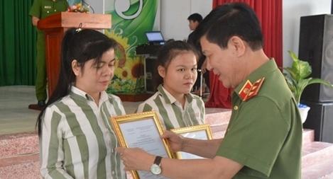 Thứ trưởng Nguyễn Văn Sơn dự lễ công bố Quyết định giảm án tại Trại giam Long Hòa