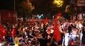 Người dân 'xuống đường' mừng chiến thắng của đội tuyển Việt Nam
