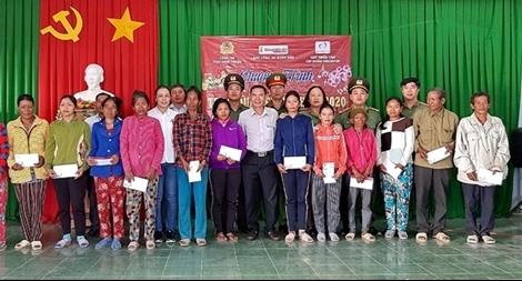 Đưa hương Tết lên xã vùng cao anh hùng ở Ninh Thuận