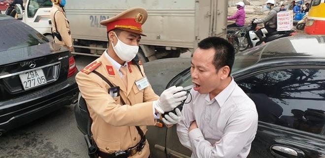 Tài xế vi phạm nồng độ cồn gây tai nạn trên đường Kim Mã - 1
