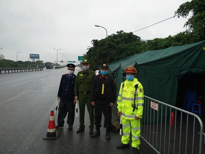 Bảo đảm hậu cần cho CBCS tại 30 chốt chống dịch của Thủ đô