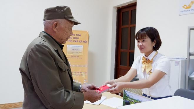 Chi trả trợ cấp ưu đãi người có công, bảo trợ xã hội tháng 4, 5/2020 qua Bưu điện - Ảnh minh hoạ 2
