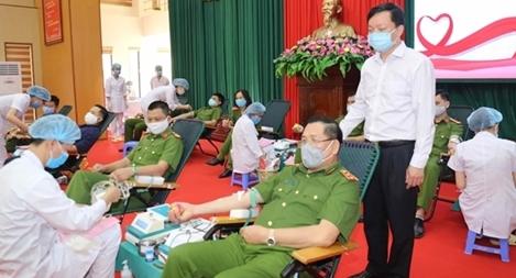 Lực lượng CS thi hành án hình sự, CSGT tham gia hiến máu cứu người