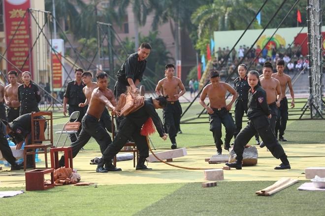 Bộ Công an tạm dừng một số hoạt động kỷ niệm Ngày Truyền thống CAND - Ảnh minh hoạ 13