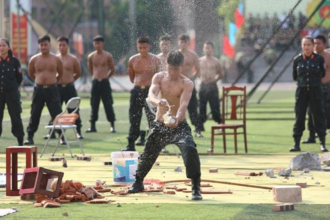 Bộ Công an tạm dừng một số hoạt động kỷ niệm Ngày Truyền thống CAND - Ảnh minh hoạ 14