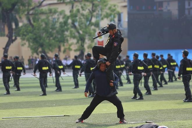 Bộ Công an tạm dừng một số hoạt động kỷ niệm Ngày Truyền thống CAND - Ảnh minh hoạ 20