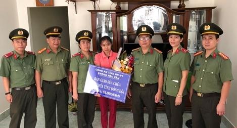 CA Bà Rịa – Vũng Tàu quyên góp tiền sửa nhà cho công nhân viên
