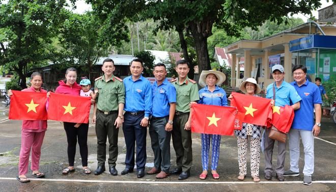 Thanh niên Công an tỉnh Kiên Giang tổ chức Hành quân xanh năm 2020 - Ảnh minh hoạ 2