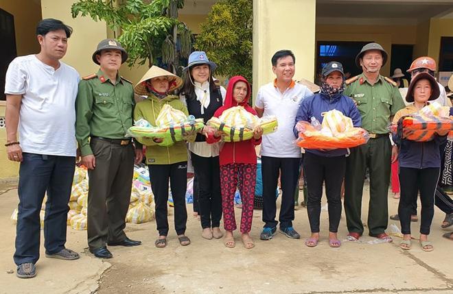 Hơn 1.000 phần quà đến với người dân vùng lũ Quảng Bình - Ảnh minh hoạ 12