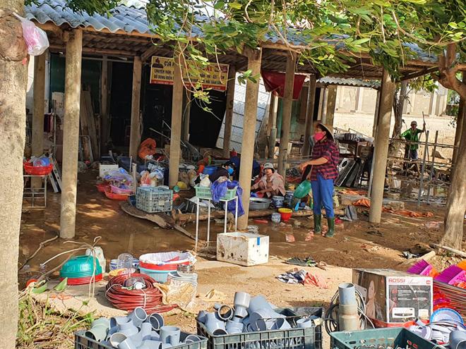 Hơn 1.000 phần quà đến với người dân vùng lũ Quảng Bình - Ảnh minh hoạ 9