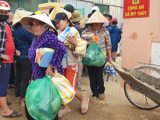 Hơn 1.000 phần quà đến với người dân vùng lũ Quảng Bình - Ảnh minh hoạ 10