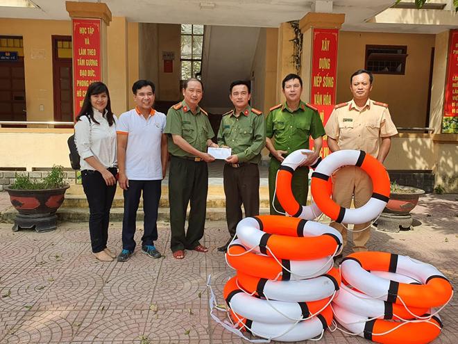 Hơn 1.000 phần quà đến với người dân vùng lũ Quảng Bình - Ảnh minh hoạ 6
