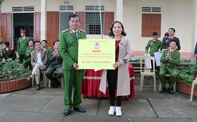 Học viện CSND tặng quà cho học sinh và CBCS Công an huyện Thanh Chương - Ảnh minh hoạ 2
