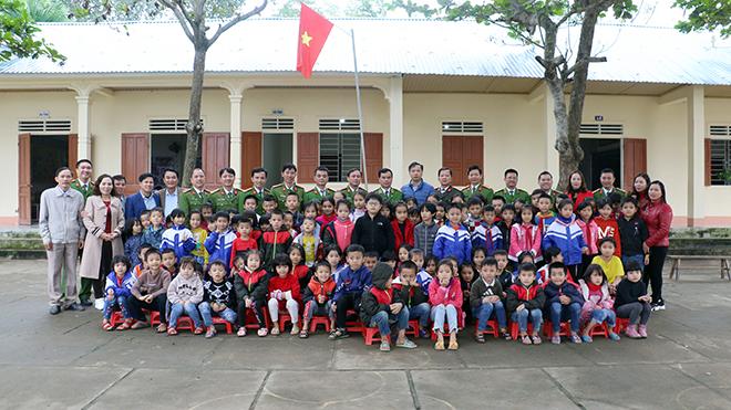 Học viện CSND tặng quà cho học sinh và CBCS Công an huyện Thanh Chương - Ảnh minh hoạ 5