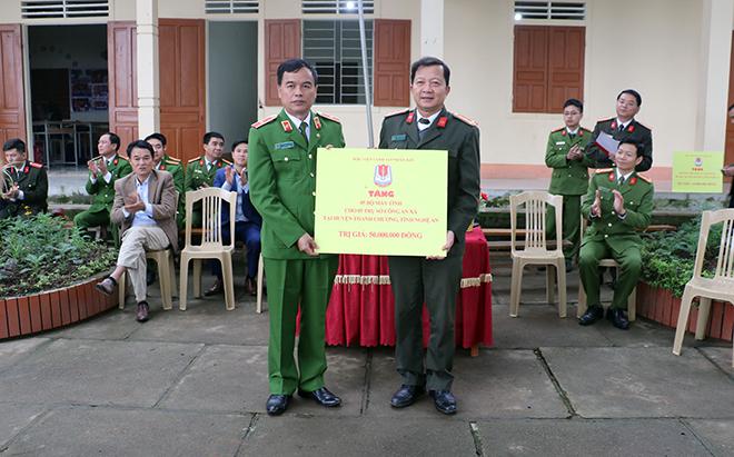 Học viện CSND tặng quà cho học sinh và CBCS Công an huyện Thanh Chương - Ảnh minh hoạ 3