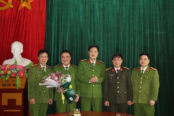 Khen thưởng Công an huyện Mai Châu bắt vụ vận chuyển 9 bánh heroin - Ảnh minh hoạ 2