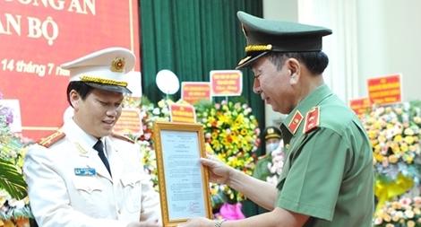 Công bố, trao quyết định Giám đốc Công an tỉnh Đắk Nông