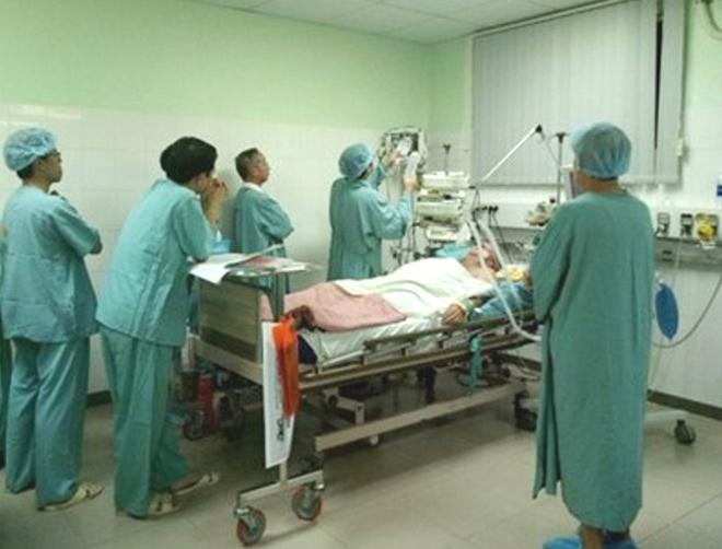 Cứu sống kịp thời một du khách người Pháp bị ngưng tim đột ngột