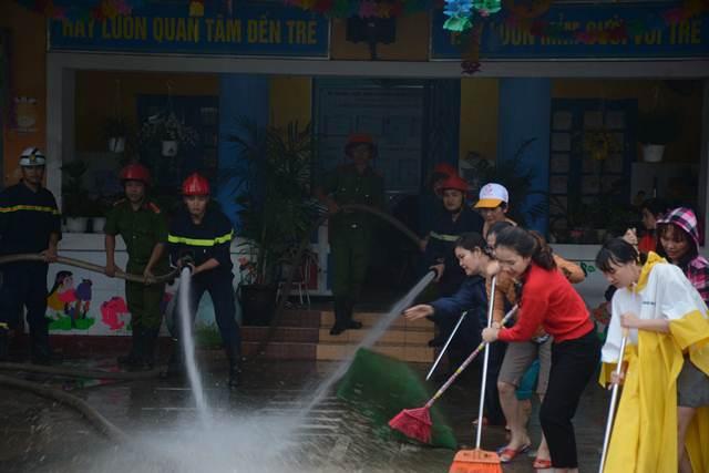 Tăng cường giúp dân làm sạch môi trường sau lũ1 - Ảnh minh hoạ 5