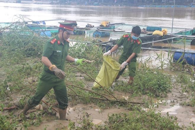 Tăng cường giúp dân làm sạch môi trường sau lũ1 - Ảnh minh hoạ 3